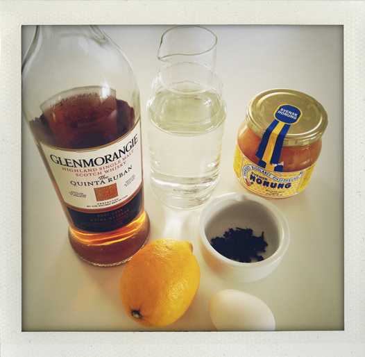 Äggtoddy med citron, nejlika, honung och whisky,  After Ski, varm drink, sportlov, vinter, ägg toddy, Eggnog with lemon, cloves, honey and whisky, hot drink, egg nogg, winter, I huvudet på Elvaelva