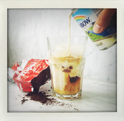 iskaffe, kaffe, mjölk, isbitar, sommardryck, kallt kaffe, kaffedrink, recept, kondenserad mjölk, osötad, Iced coffee, coffee, summerdrink, cold coffee, recipe, condensed milk, milk, icecubes, unsweetened, I huvudet på Elvaelva.