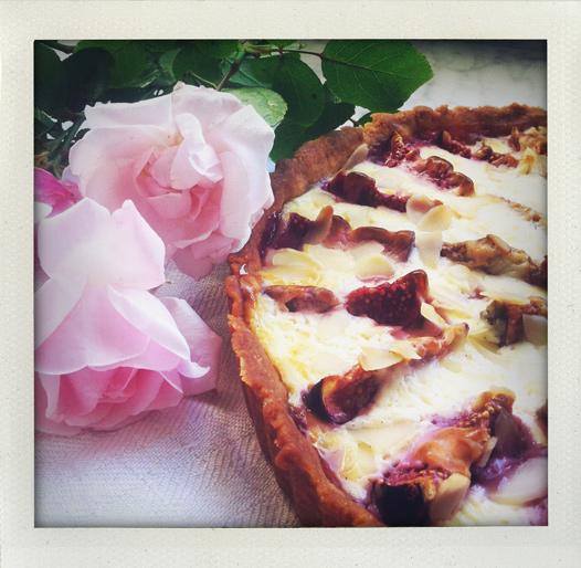 Fikonpaj med mascarpone, honung och mandelflarn