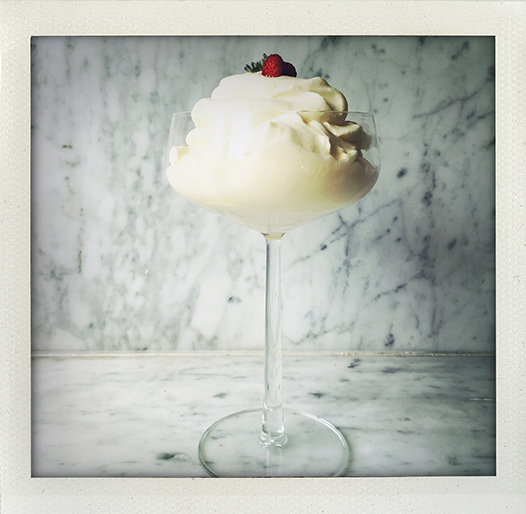 syllabub, recipe, recept, lemon, citron, sullibib, sillabub, sollybubbe, summer, dessert, efterrätt, english, tradition, tudor, engelsk, klassisk, fluff, cream, wine, vin, Nigella, I huvudet på Elvaelva
