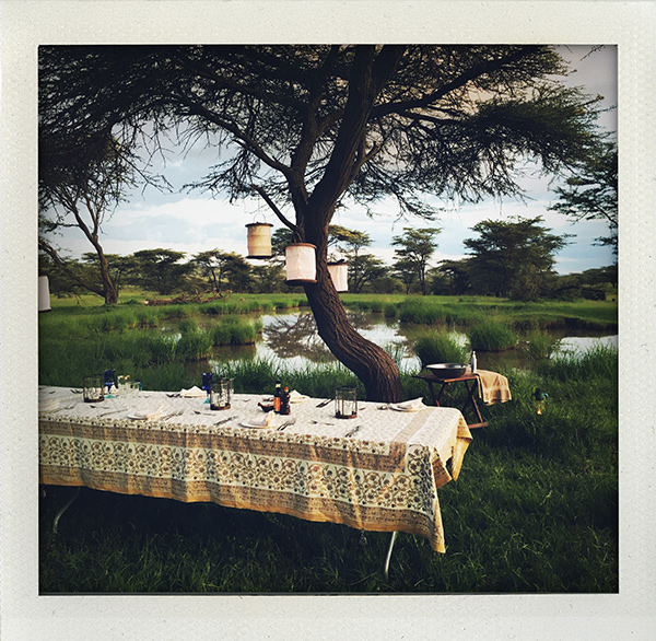 Richard's Camp, Richard, Camp, Richard's River Camp, Richards Camp, Masai Mara, Masaai, Safari, Mara North, Kenya, Land Rover, Range Rover, Masai, Visit Kenya, Why I love Kenya, Ololomei, Sundowner, Outdoor dinner, I huvudet på Elvaelva, Photo: Sofija T Strindlund